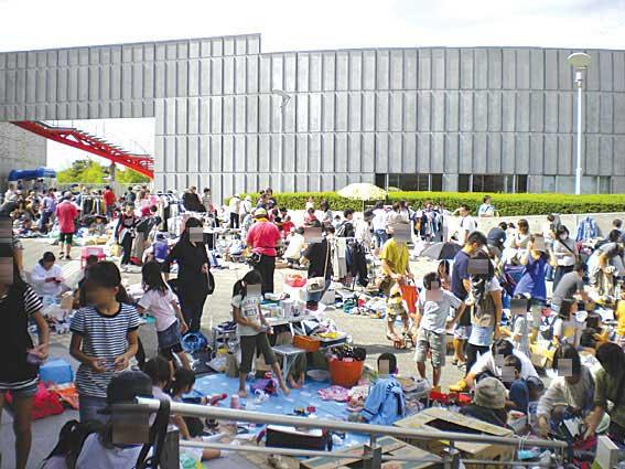 横浜国際プールフリーマーケット